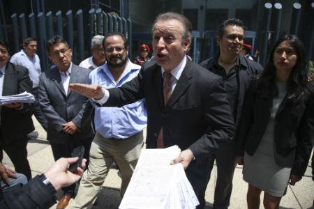 Gilberto Lozano González en una protesta en la Ciudad de México. | Foto: Saúl López / Cuartoscuro.