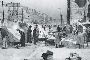 Portada-Alemanes después de la Segunda Guerra Mundial-Foto Des Bundesarchiv-1600x-(1)-min--https://www.bundesarchiv.de/DE/Navigation/Home/home.html--