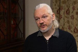 Portada-Assange-Foto Democracy Now!-1600x-(1)-min