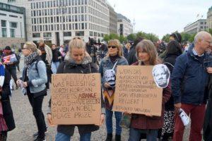 Portada-Assange-Foto Reto Thumiger-Pressenza-1600x-4-(1)-min