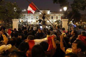 Portada-Disolución Congreso Perú-Foto El Periódico-1600x-(1)-min--https://www.elperiodico.com/--