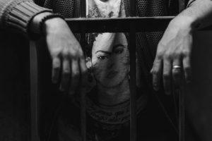 Portada-Encarcelado-Foto Pablo Padilla-(@pablopadilla)-Unsplash-1600x-(1)-min