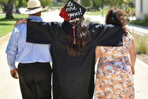 Portada-Graduación Migrantes-Foto BeautyBrenda Instagram-1600x-(6)-(1)-min