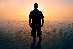 Portada-Joven-Persona-Foto Simon Matzinger-(@8moments)-Unsplash-1600x-(1)-min