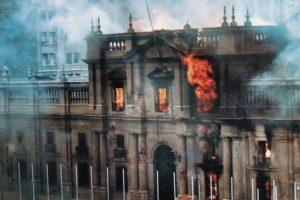 Portada-La Moneda en llamas-Foto El Furgón-1600x-(1)-min