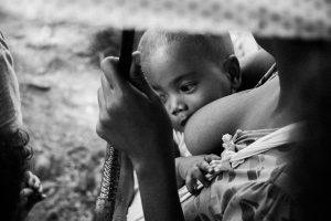Portada-Lactancia materna-Foto Eibner Saliba-(@zilch)-Unsplash-1600 (2)-min