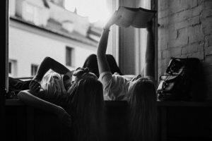 Portada-Leer-Foto Kinga Cichewicz-(@all_who_wander)-Unsplash-1600x-(1)-min