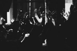 Portada-Manifestación-Manos-Foto Marie Boirin-(@marieboirin)-Unsplash-1600x-(1)-min