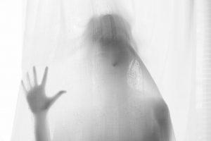 Portada-Mujer-Velo-Foto Steinar Engeland-(@steinart)-Unsplash-1600x-(1)-min