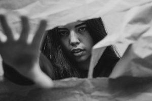 Portada-Mujer y Velo-Foto Joshua van der Schyff-(@pixie_wee)-Unsplash-1600x (2)-min-(2)