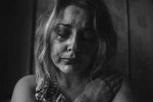 Portada-Mujeres y Violencia-Foto Pexels-Nómada-1600x-min