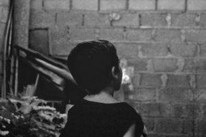 Portada-Niñez-Pobreza-Foto Ian Tormo-(@tormius)-Unsplash-1600x-(1)-min