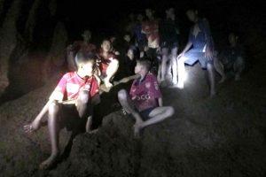 Portada-Niños Cueva-Tailandia-El Periódico-1600x-min--https://www.elperiodico.com/es/--