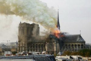 Portada-Notre Dame-Twitter-1600x-1-(1)-min