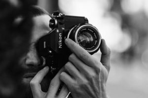 Portada-Periodistas-Foto Sebastien Bourguet-(@cmdor)-Unsplash-1600x-(1)-min
