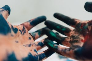 Portada-Pintura-Foto Amaury Salas-(@eseamau)-Unsplash-1600x-(1)-min