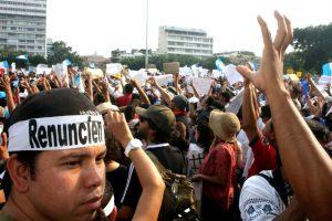 Portada-Protestas-por-corrupción-en-Guatemala-Ilka-Surizar-min