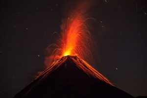 Portada-Volcán de Fuego-Guatemala-Adrian-Rohnfelder-Frikki Awesome-1600x-min