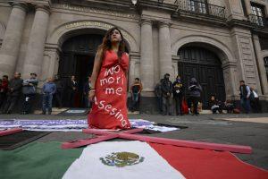 Protesta ante la Cámara de Diputados en Toluca, Estado de México. | Foto: Artemio Guerra Baz / Cuartoscuro.
