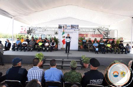 De pie, el alcalde Ricardo Ortiz Gutiérrez. | Foto: Municipio de Irapuato.