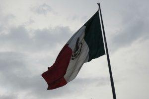 Portada-4 años-Ayotzinapa-Bandera Zócalo-Agustín Galo-SM99-1600x-IMG_2527-min