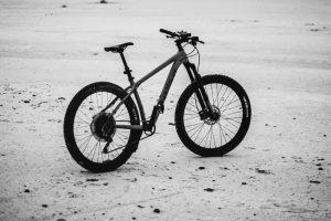 Portada-Bicicleta-Foto Patrick Hendry-(@worldsbetweenlines)-Unsplash-1600x-(1)-(1)--https://unsplash.com/@worldsbetweenlines--