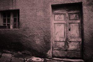 Portada-Casa-Triste-Foto Chris Barbalis-(@cbarbalis)-Unsplash-1600x-(2)-(1)--https://unsplash.com/@cbarbalis--