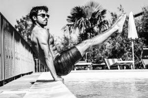 Portada-Hombre en la Piscina-Foto Pedro Araújo-(@pedroaraujo74)-Unsplash-1600x-(2)-min
