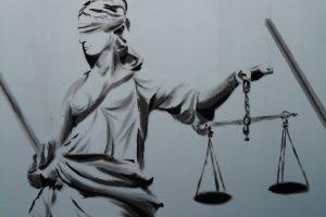 Portada-Justicia-Imagen Hans Braxmeier-Pixabay-1600x-(1)-min