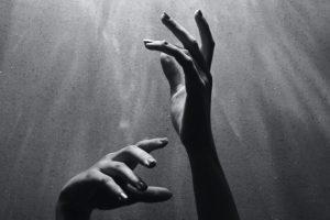 Portada-Manos-Foto I.am_nah-(@i_am_nah)-Unsplash-1600x-(1)-(1)--https://unsplash.com/@i_am_nah--